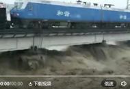 90后司机洪水中开火车压桥:事发时根本顾不上害怕!