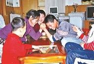 61岁爱心妈妈31年养育25孩子 SOS儿童村难寻继任者
