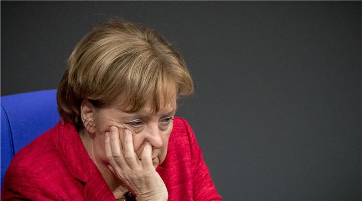 德国政坛出现变数 默克尔出席会议愁容满面
