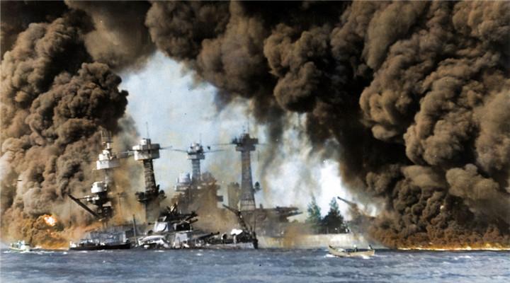 日本偷袭珍珠港老照片 浓烟滚滚直上云霄