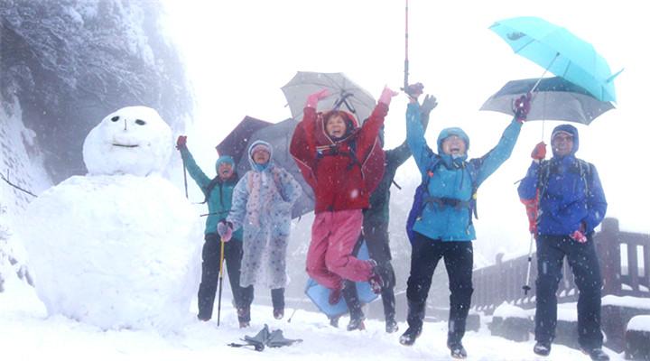 我们堆雪人是认真的 台北大雪市民雀跃