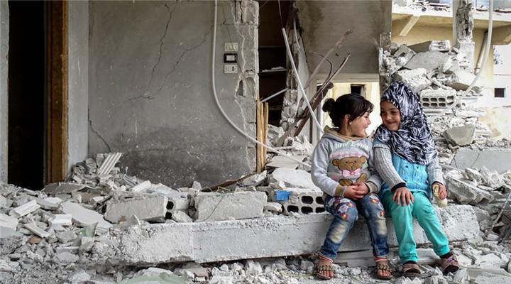 叙利亚战火纷飞 图看阴影笼罩下的童年