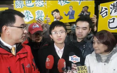 侯汉廷讯后宣布参选台北市议员。(图片来源:台湾《联合报》)副本.jpg