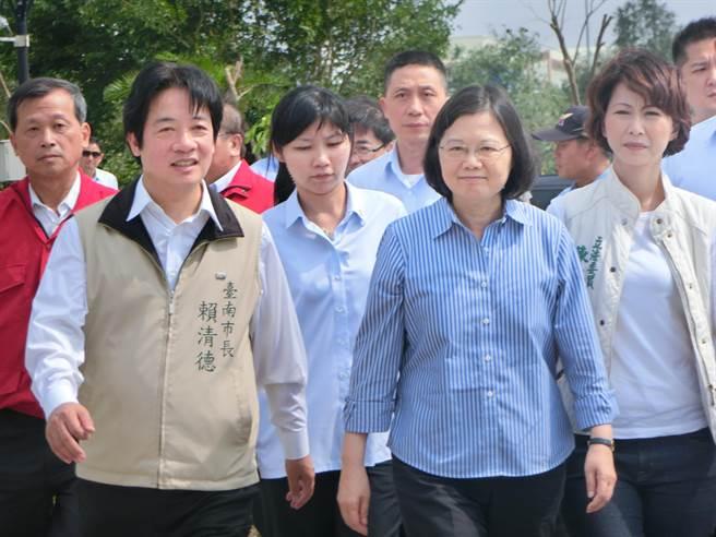 赖清德(左)、蔡英文(右)。(图片来源:台湾《中时电子报》).jpg
