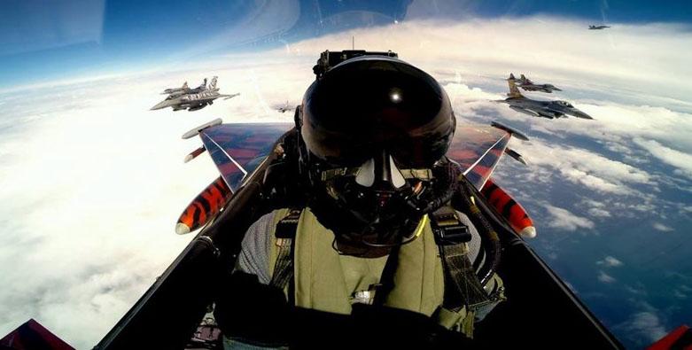 全球战斗机飞行员高空酷炫自拍图片