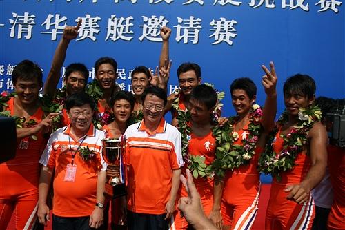 华南师范大学赛艇队获得冠军