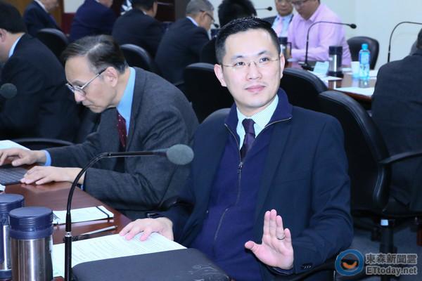 马英九办公室发言人陈以信