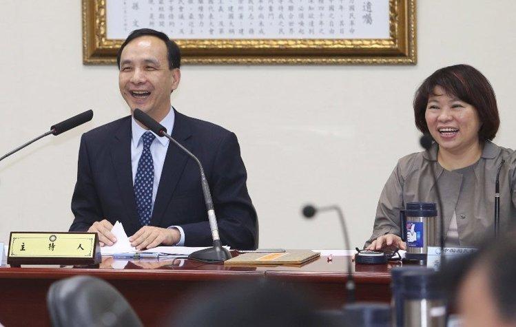 朱立伦(左)若确定参选,国民党副主席黄敏惠(右)被推测是搭配人选。(台湾联合报系资料图)