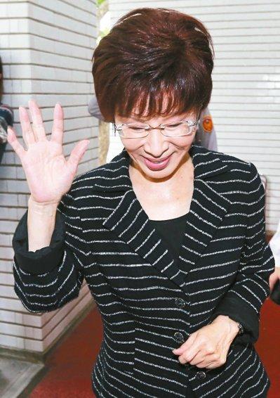 """洪秀柱昨天被问到国民党不分区""""立委""""名单,她说不予置评,社会会检验。(图/《联合报》 王腾毅摄)"""