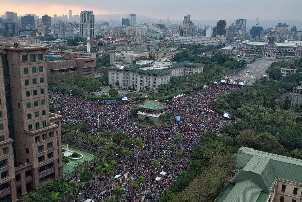 台湾挺同团体办音乐会 约25万人到场力挺婚姻平权