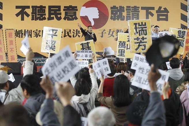 """台湾万人""""扫黄行动""""启动 黄国昌或成首位被免民代"""