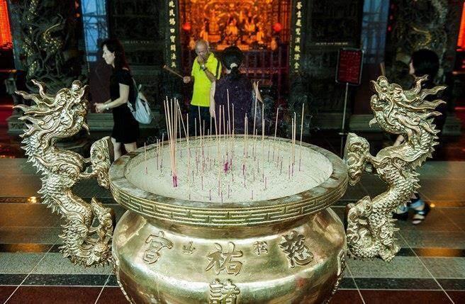 宫庙烧香话题,近来在台湾引起广泛讨论。.jpg