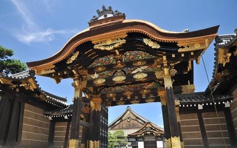 """三名台湾女子在京都古迹撒香灰""""镇魂"""" 遭日本警方逮捕"""