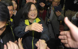 民进党执政两年急速崩盘 网友指出问题关键:贪!