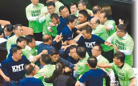 """国民党团集体不投票无济于事 """"促转会""""人事同意权全过关"""