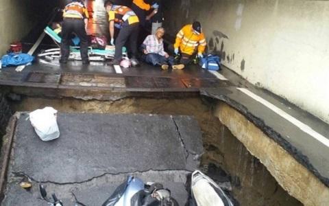 台南连日大雨地下机车道塌陷 3骑士惨摔