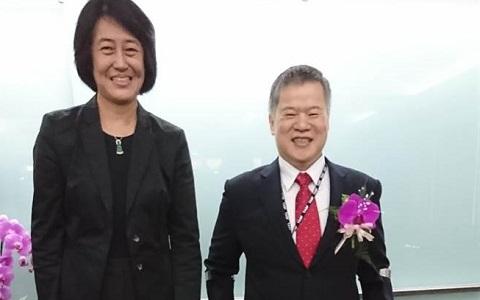 陈思宽(左)日前还参加前任中经院长吴中书(右)的新职就任庆贺