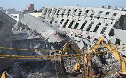 2.21维冠大楼倒塌中时1.jpg