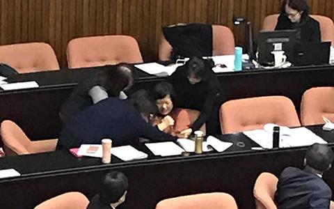 3.15蓝委质询女官员尖叫联合1.jpg