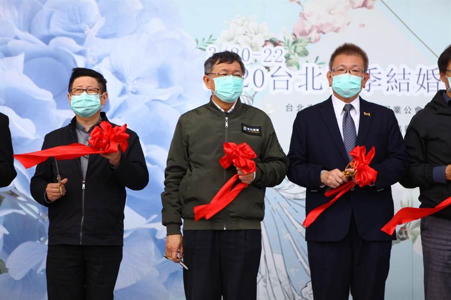 台北市长柯文哲(左二)20日参加结婚购物节。.jpg