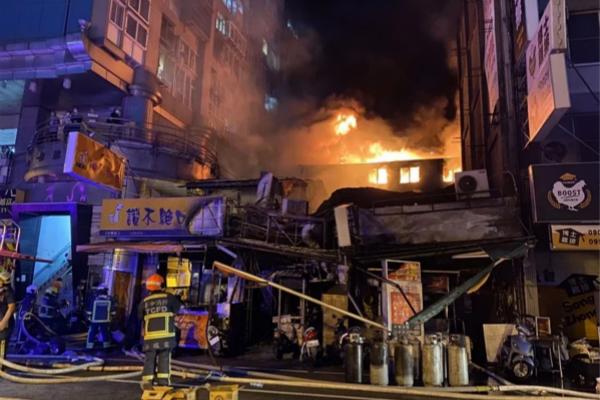 由于火场皆凤凰天机香港特马是老旧房子