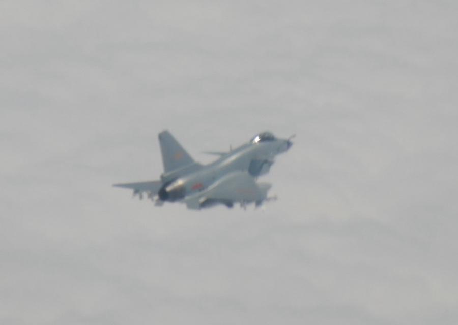 壮胆?解放军常态巡航台海后,台军首公开证实1架美机进入台空域