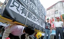 """台湾作家棒喝""""台独"""":未来年轻人都要靠大陆吃饭"""
