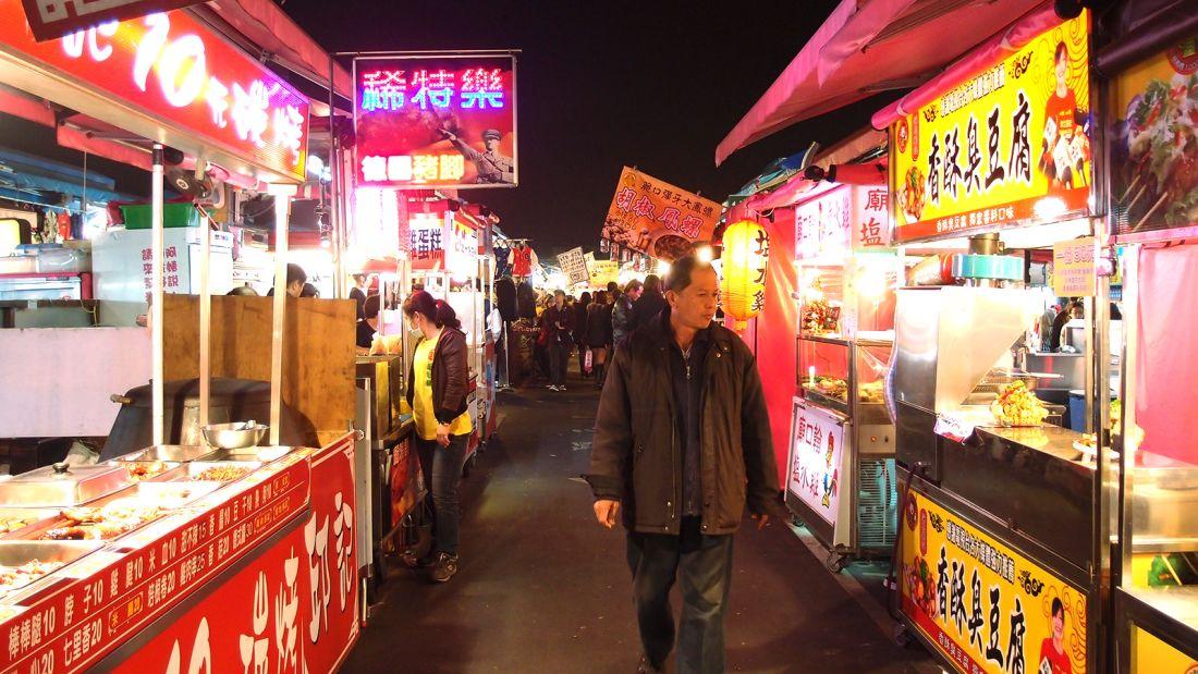 高雄有东南亚最大的夜市。(图片来源:台湾《东森新闻》)