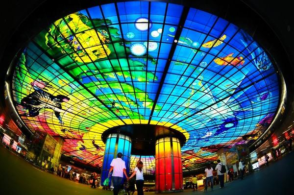 高雄捷运美丽岛站的光之穹顶是知名景点之一。(图片来源:台湾《东森新闻》)