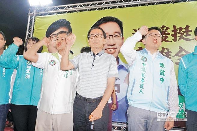 陈水扁公然违规上台为儿助选 频触底线为复出铺路?.jpg