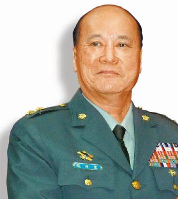 台军后备司令部前中将副司令袁肖龙在超市偷bb霜,被逮后坦承犯行.