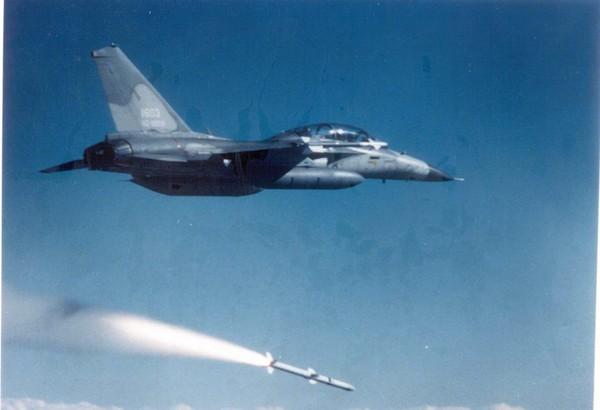 台军飞弹不是炸毁就是坠落 台监察部门要着手调查了.jpg