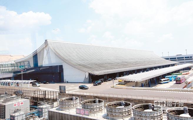 桃机公司表示,待明年1月8日北跑道启用后,误点情况将改善。图为桃园机场第一航厦。(《中国时报》 陈信翰摄)