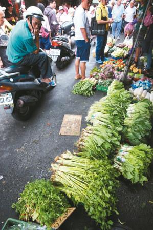 受台风侵袭岛内菜价暴涨 黄瓜每公斤飙165新台币