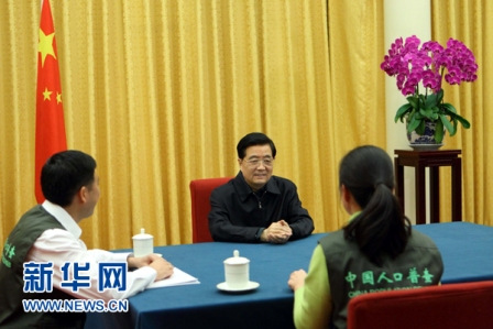 胡锦涛参加人口普查登记 强调坚持科学依法普查