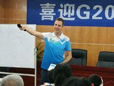 """杭州122个""""微笑亭""""服务G20 国际志愿者更添""""国际范儿"""""""