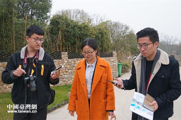 记者采访六郎镇镇长毛月霞