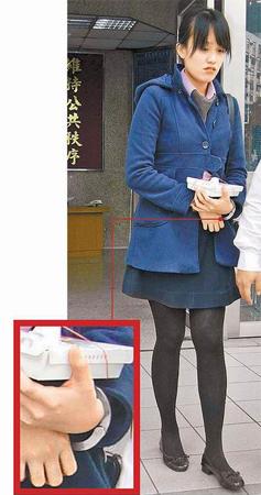 漫画 通缉/女子因忘记还3本出租漫画,被告侵占并发布通缉,7日被警方上铐...
