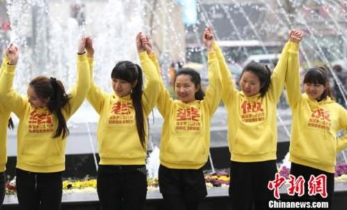 南京美女大学生街头跳舞玩快闪