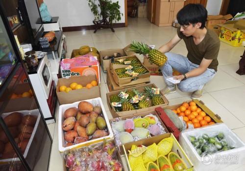大学男生暑假通过微信卖水果锻炼自我