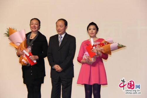 胡敏教授与新航道国际教育集团十年以上员工代表合影