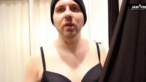 德国男dj丰胸穿内衣 体验女性生活