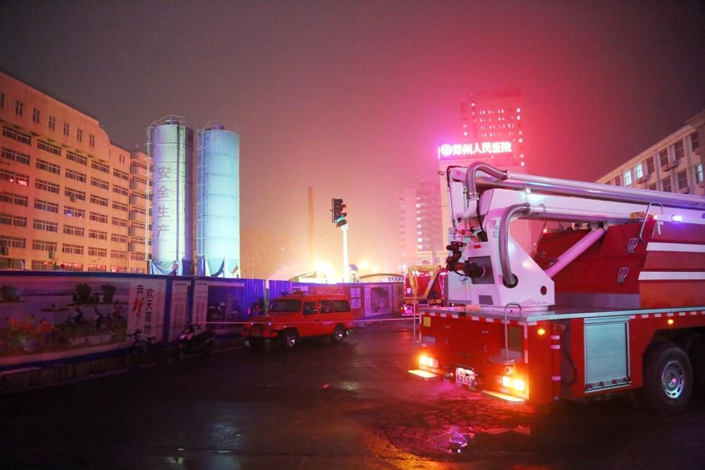 郑州地铁工地突发大火 疑施工挖断天然气管道-JPG - 1000x667 - 127KB=>鼠标右键点击图片另存为