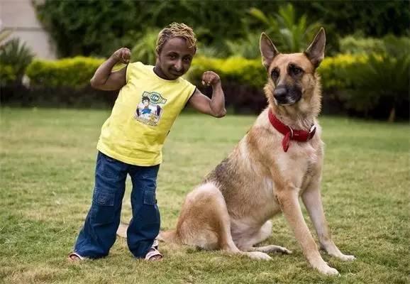 世界上最小健美先生:身高85厘米 体重20斤