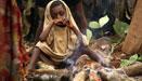 非洲矮人部落艰难谋生 小辈被迫入城
