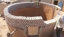环保又结实!撒哈拉沙漠难民用塑料瓶盖房子