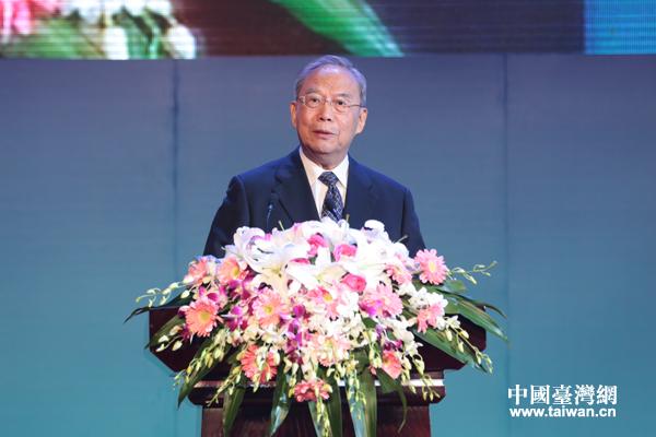 峰会大陆方面理事长曾培炎在开幕式上致辞