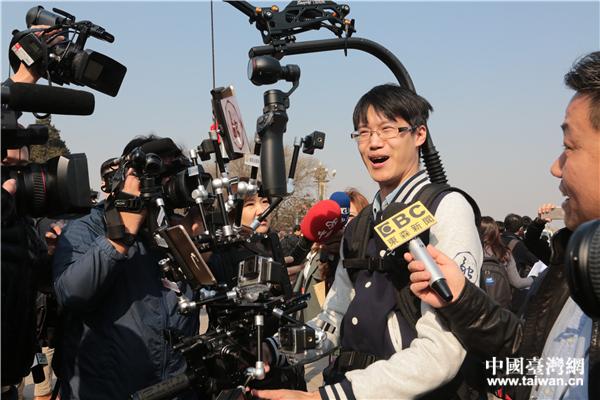 """记者上两会:追得上刘翔 扛得起""""钢铁侠"""".jpg"""