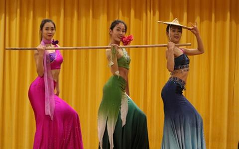 大陆少数民族歌舞走进台湾校园:唯有交流,才能了解