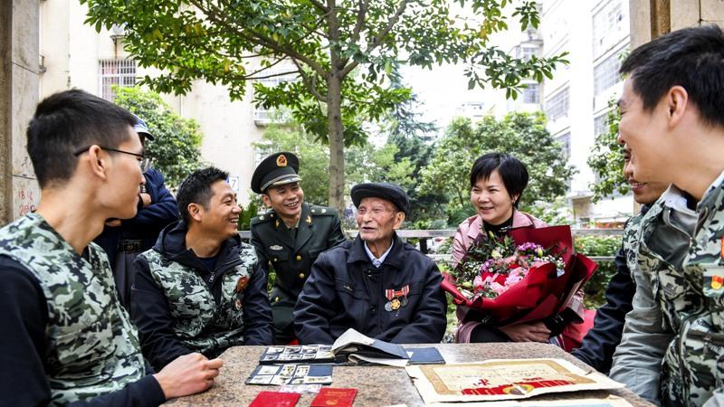 国庆临近 95岁抗美援朝老兵祝祖国繁荣富强
